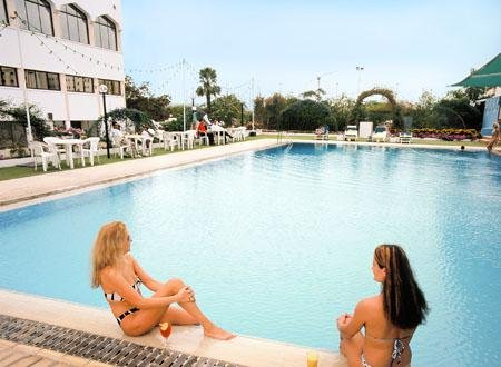 Hotel Muscat Holiday zwembad - Muscat
