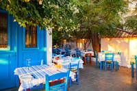 Taverne Cyprus - blauwe stoeltjes - terras
