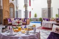 De heerlijke ontbijttafel van Riad Dar Marjana in Fès