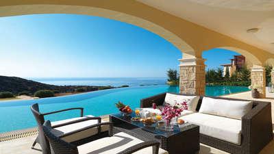 Terras en zwembad bij Villa Aphrodite Hills, Kouklia, Cyprus