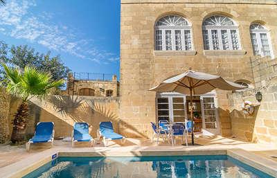 Geniet van het heerlijke zwembad en de warme temperatuur