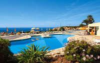Genieten in het zwembad met een prachtig uitzicht