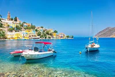 De pittoreske haven van Symi