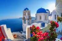 Eilandhoppen Griekenland - Santorini kerkje met zon