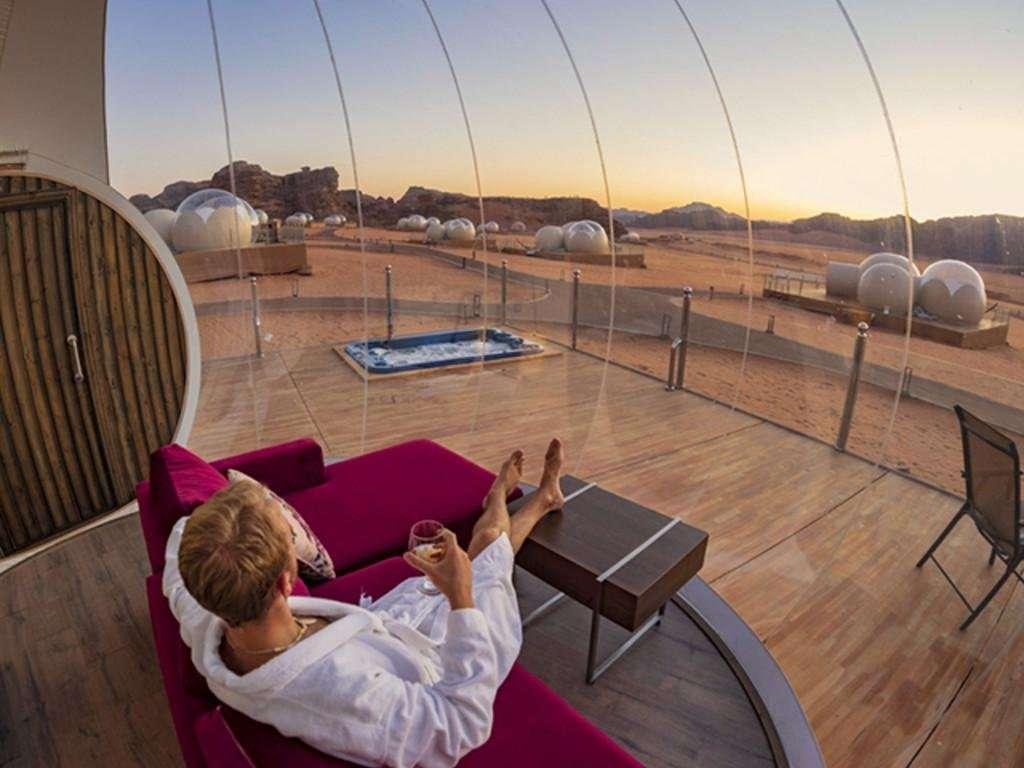 Wadi Rum Bubble Luxotel bubbel suite zitgedeelte met uitzicht - Wadi Rum