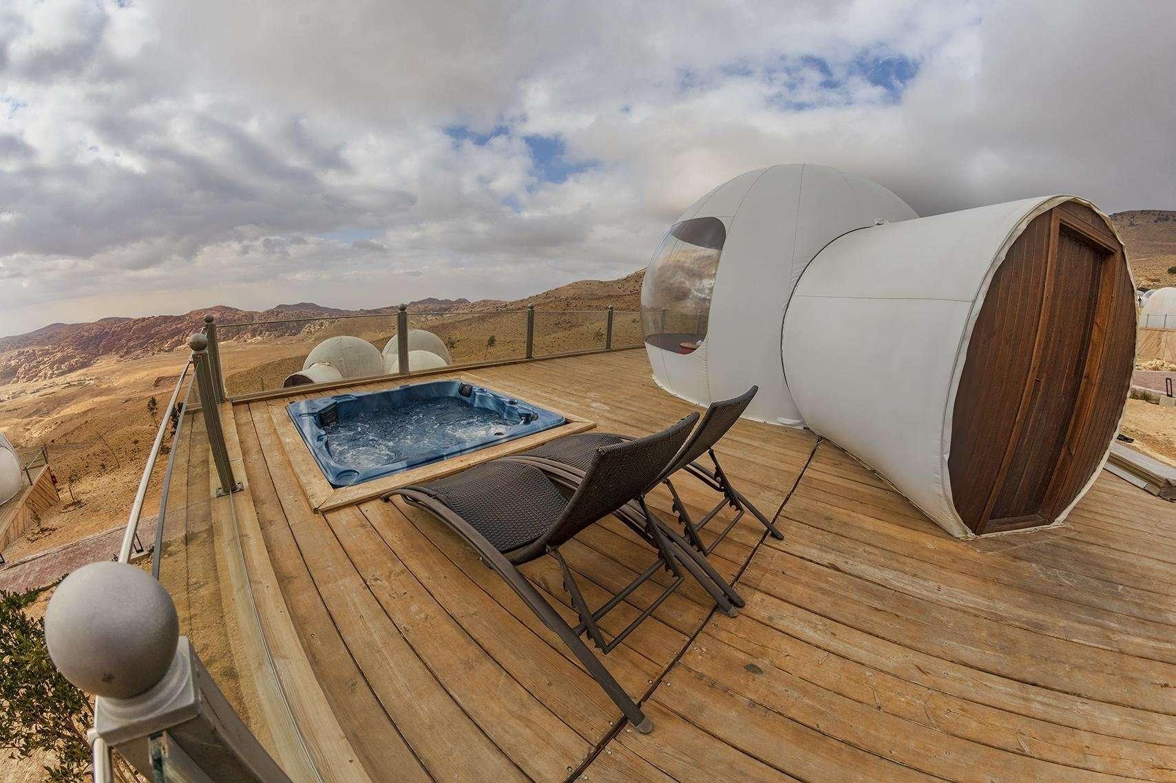 Petra Bubble Luxotel jacuzzi op het terras van een bubbel suite - Little Petra