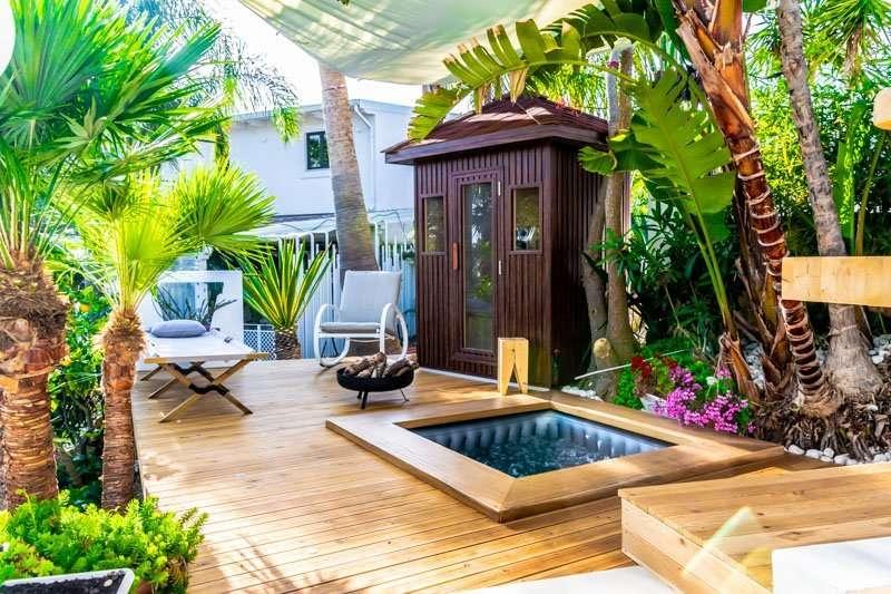 diodorus luxury experience - jacuzzi in tuin