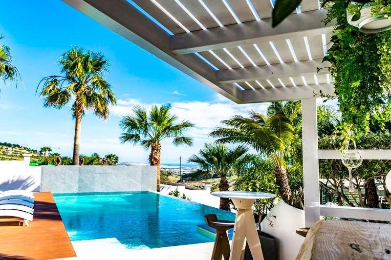 diodorus luxury experience - zwembad met uitzicht