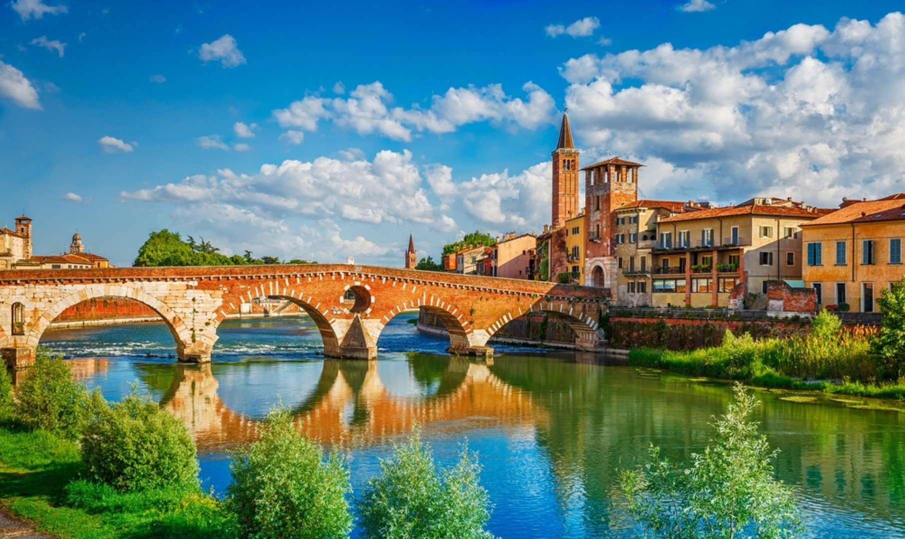 de brug ponte pietra in verona - italie