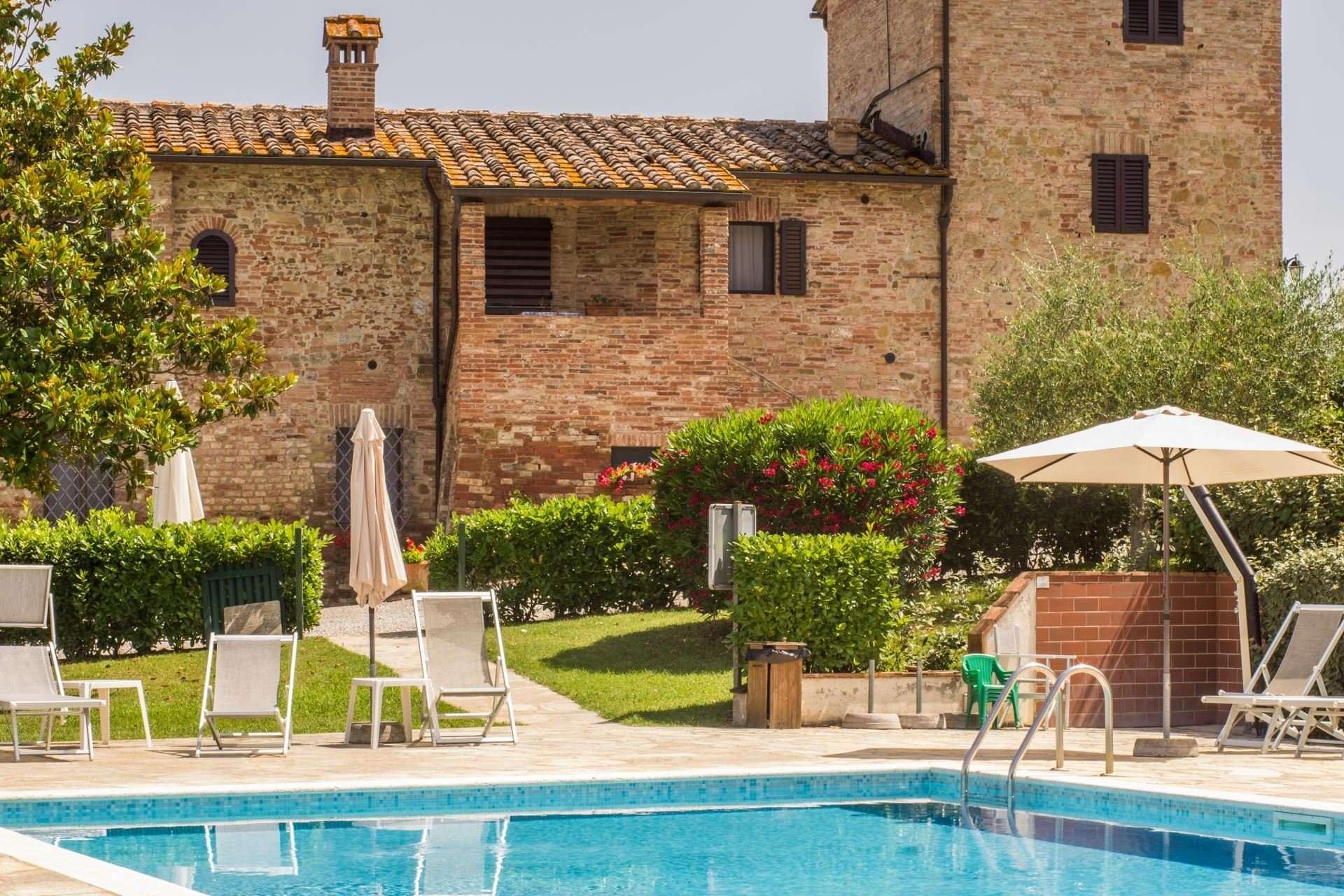caselsa-zwembad en huis
