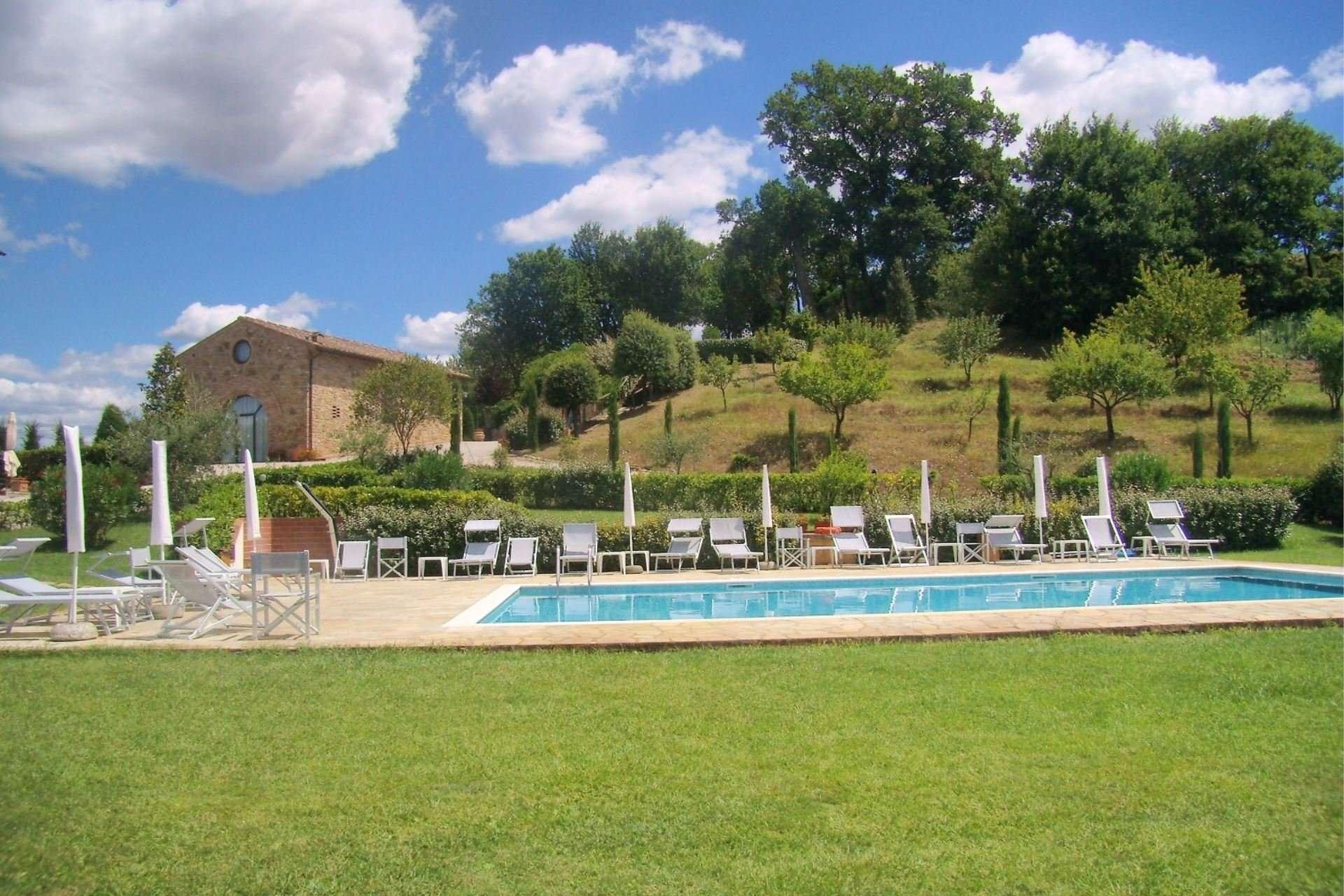 caselsa-zwembad-met-huis