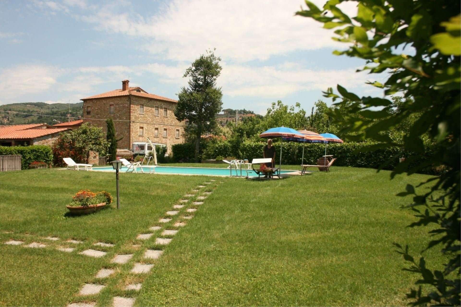 pozzonovo - tuin en zwembad