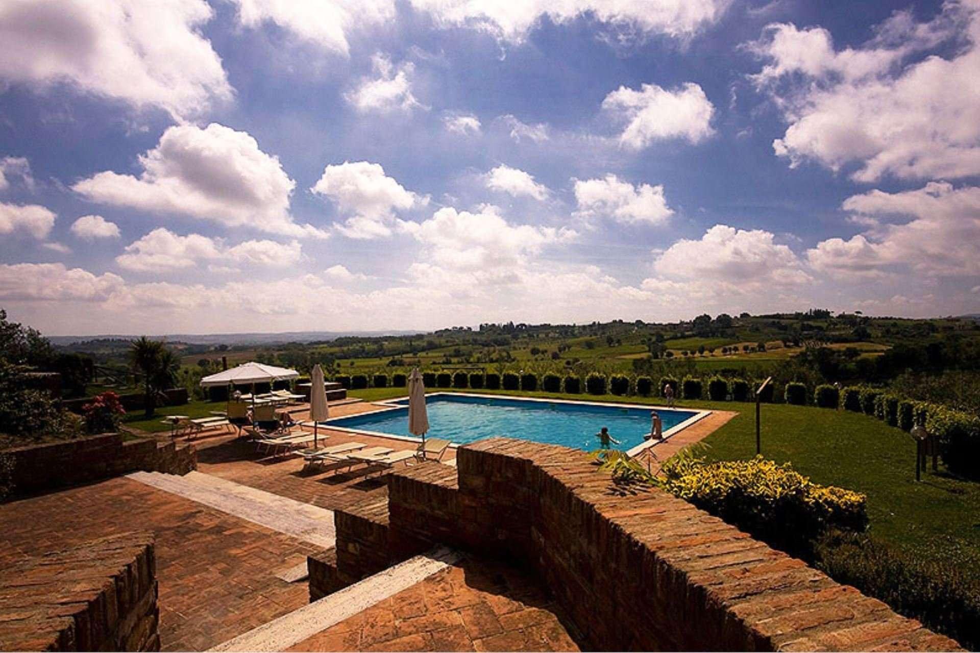 sanguineto - zwembad en uitzicht