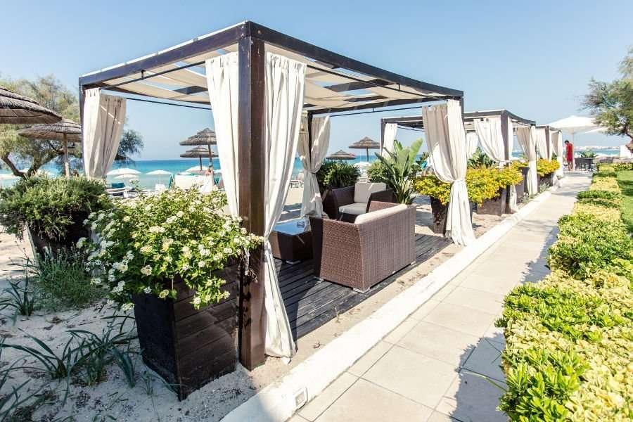 terrasjes costa brada aan zee