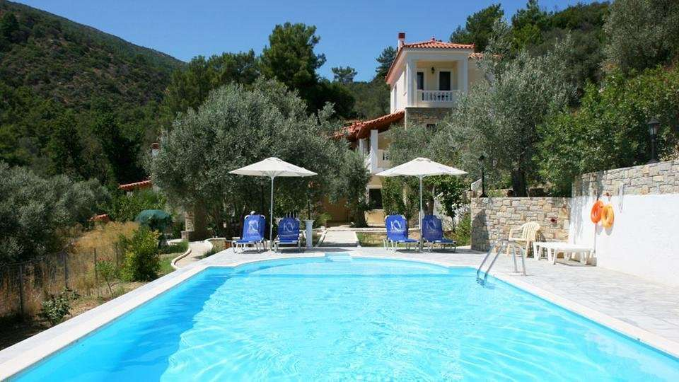 Kerveli Luxury Villa - zwembad