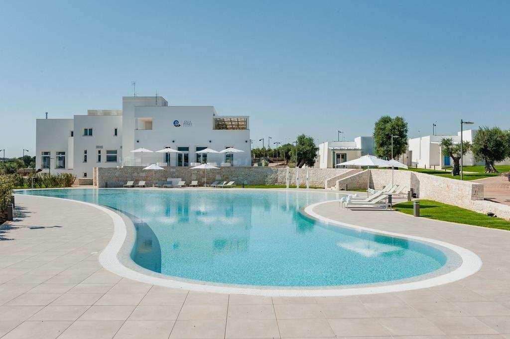 calaponte - puglia - italie - zwembad en gebouw