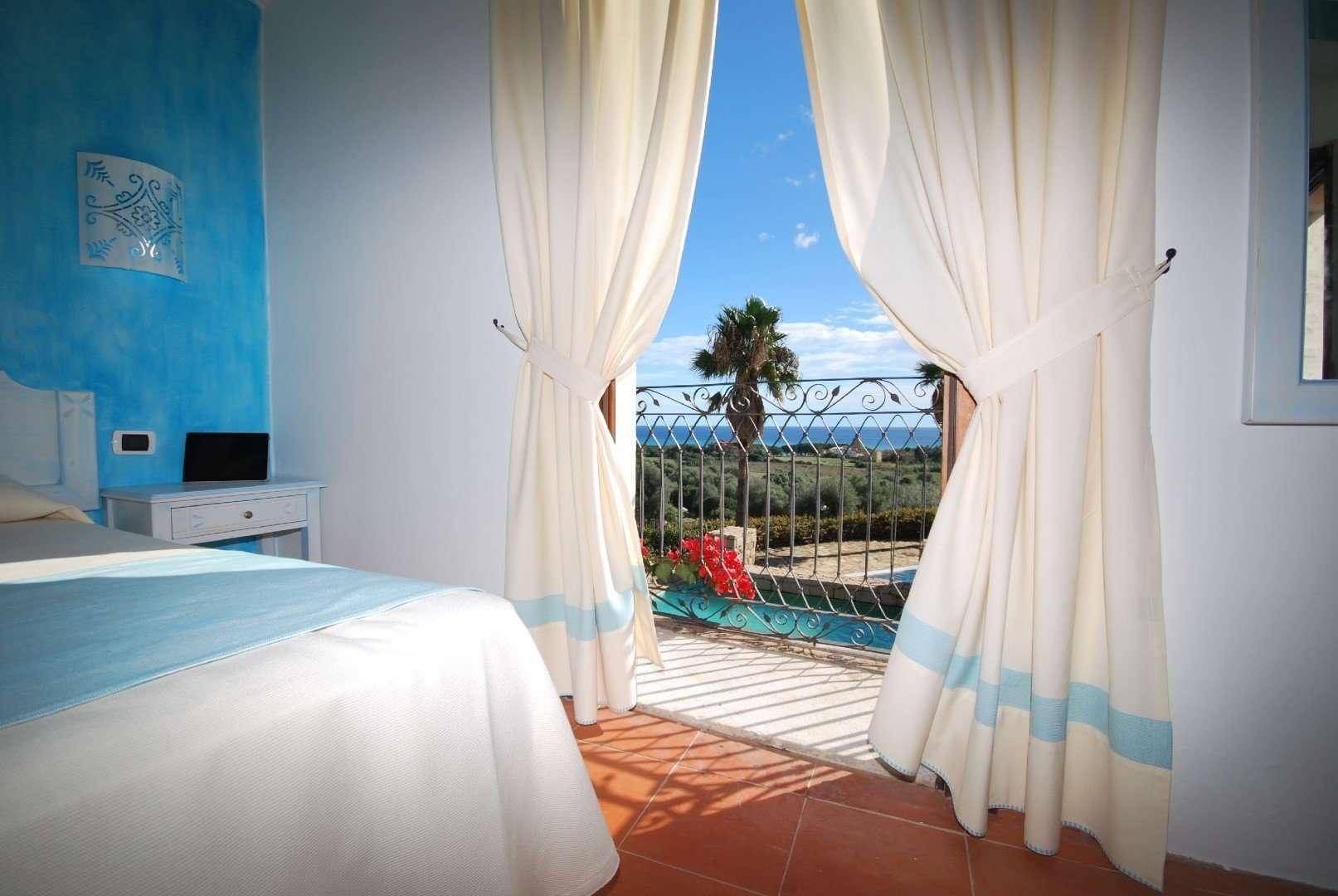 galanias hotel - sardinie -zeezicht vanuit kamer