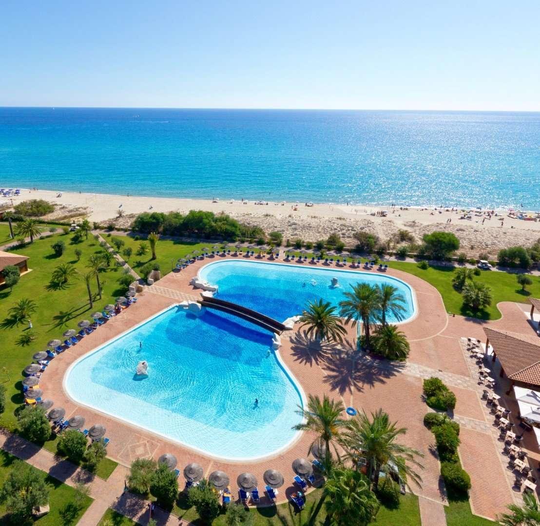 hotel garden beach - sardinie - zwembad en zee