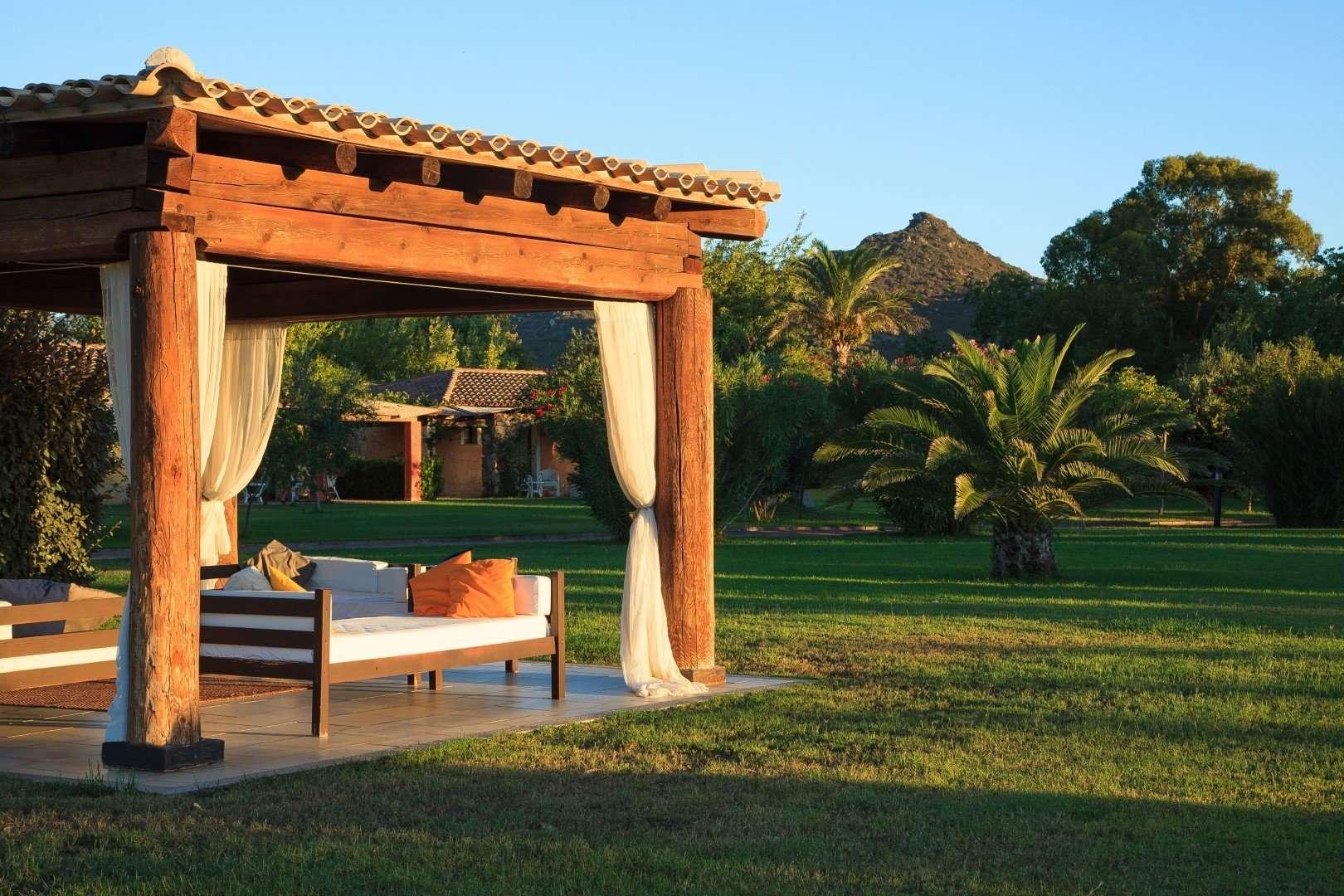 hotel garden beach - sardinie - relaxen in de tuin