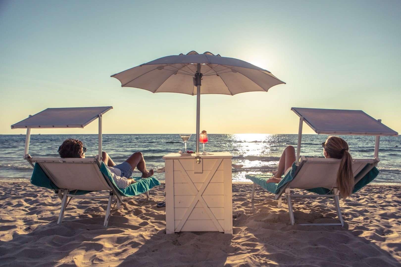 hotel costa brada - gallipoli - puglia - italie -parasols op strand