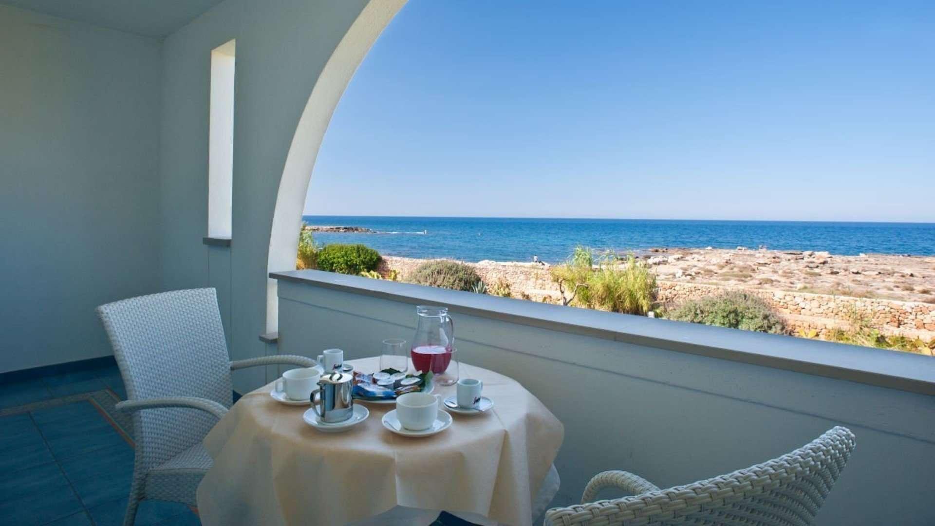 pietrablu resort & spa - puglia - italie - tafeltje aan zee