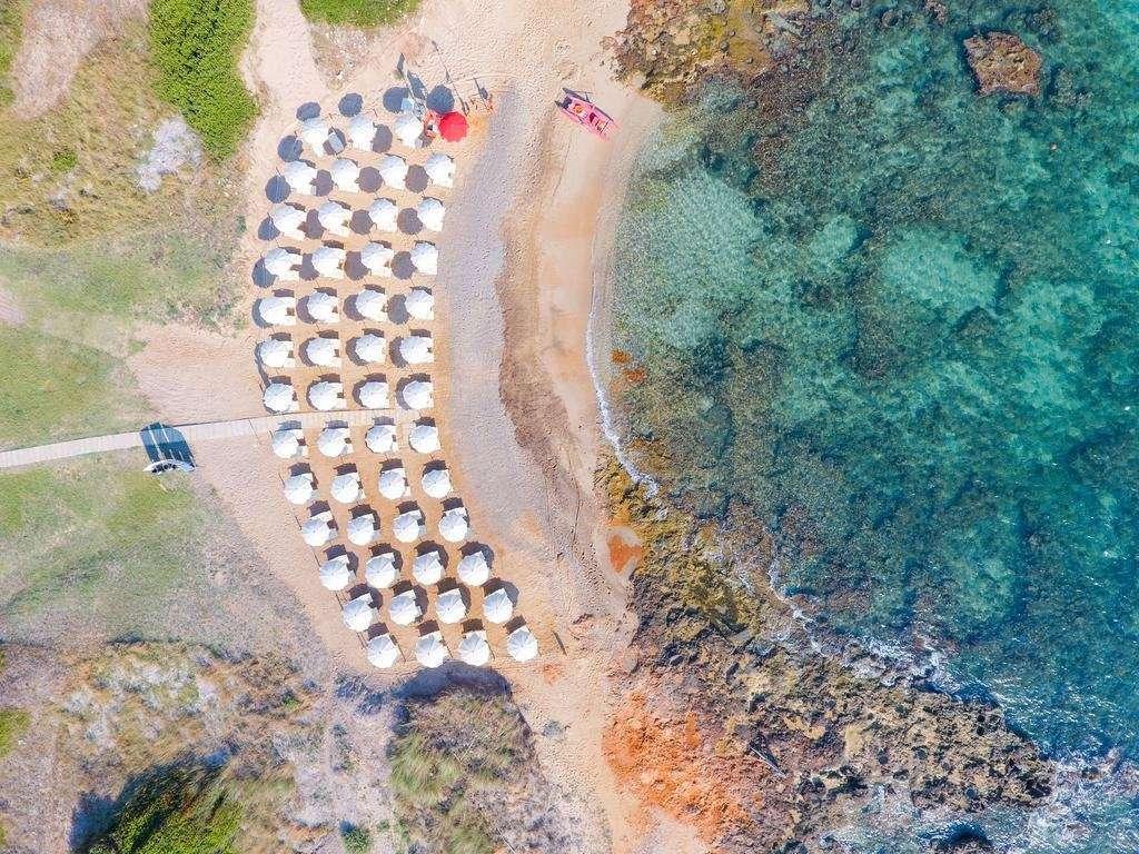 torre-guaceto-oasis-hotel-puglia-italie-luchtfoto strand