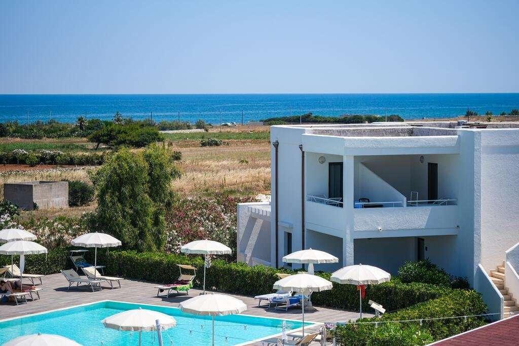 torre-guaceto-oasis-hotel-puglia-italie-zwembad - hotel -zee