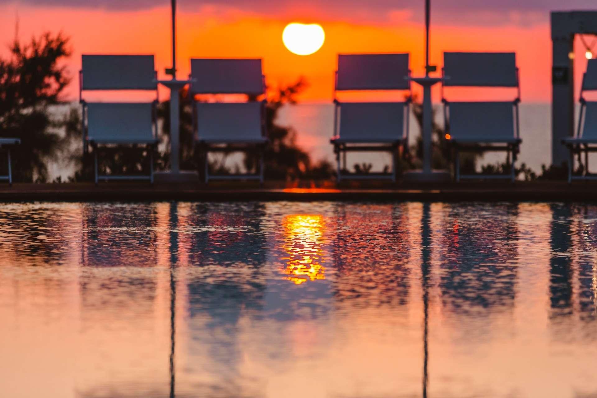 torre cintola natural sea resort - puglia - italie -avondfoto zwembad