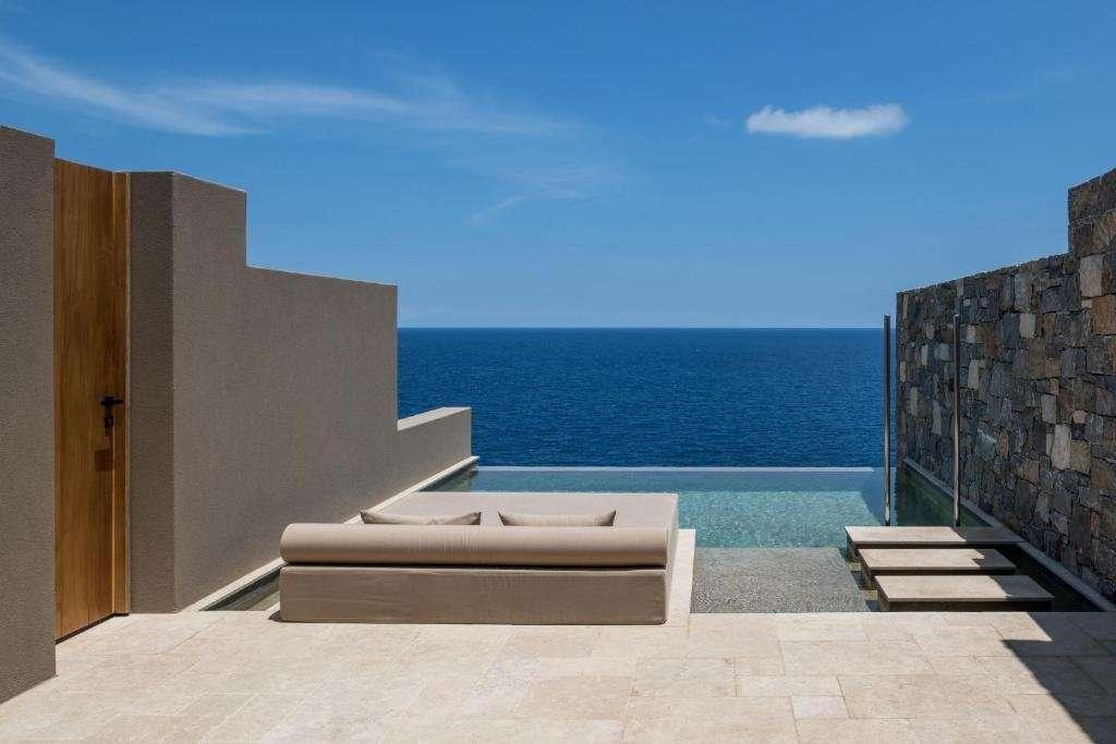 Acro Wellness Suites - terras met privézwembad