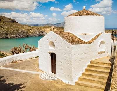 Een kerkje aan zee met prachtig uitzicht